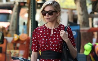 Sienna Miller grabs a taxi in West Village, New York on May 4, 2015.<P><noscript><img width=