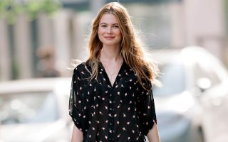 Behati Prinsloo seen holding flowers while on the set of a Victoria Secret photoshoot in NYC.<P><noscript><img width=