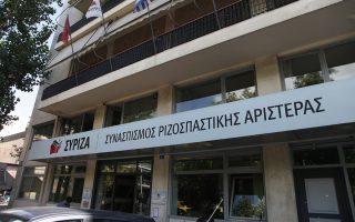 me-to-oplo-para-poda-ston-syriza0