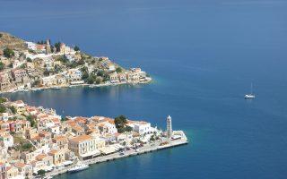 Οι ξενοδόχοι αδυνατούν να προχωρήσουν σε υπογραφή συμβολαίων για την επόμενη τουριστική χρονιά, καθώς δεν γνωρίζουν ποιοι συντελεστές ΦΠΑ θα επιβαρύνουν το ελληνικό τουριστικό πακέτο το 2016.