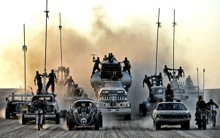 Ο σημερινός «Mad Max» είναι παραδομένος άνευ όρων στην απλοϊκότητα, ενσωματώνει, όμως, στις εικόνες του την αισθητική του graphic novel.