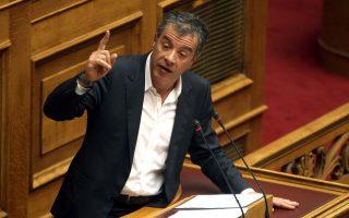 Nα διευρύνει τους πολιτικούς ορίζοντές του κάλεσε τον πρωθυπουργό ο κ. Στ. Θεοδωράκης από το βήμα της Βουλής.