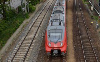 Το συνδικάτο των μηχανοδηγών ζητάει να διαπραγματεύεται συλλογικές συμβάσεις εργασίας για λογαριασμό όλων των εργαζομένων στους σιδηροδρόμους.