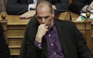 Ο υπουργός Οικονομικών Γιάνης Βαρουφάκης παρακολουθεί την ομιλία του πρωθυπουργού Αλέξη Τσίπρα (ΔΕΝ ΔΙΑΚΡΙΝΕΤΑΙ) κατά τη διάρκεια των προγραμματικών δηλώσεων της κυβέρνησης, στη βουλή, Κυριακή 8 Φεβρουαρίου 2015. Ξεκίνησαν σήμερα, στη Βουλή, οι προγραμματικές δηλώσεις της κυβέρνησης και θα ολοκληρωθούν την Τρίτη, 10 Φεβρουαρίου, με ψηφοφορία. ΑΠΕ-ΜΠΕ/ΑΠΕ-ΜΠΕ/ΓΙΑΝΝΗΣ ΚΟΛΕΣΙΔΗΣ
