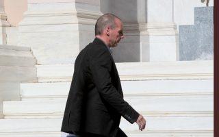 Ο Υπουργός Οικονομικών Γιάνης Βαρουφάκης φθάνει στο Μέγαρο Μαξίμου, Δευτέρα 25 Μαΐου 2015. Συνεδριάζει στο Μαξίμου η ομάδα πολιτικής διαπραγμάτευσης καθώς αύριο θα ξεκινήσουν στις Βρυξέλλες εκ νέου οι συζητήσεις στο πλαίσιο του Brussels Group. ΑΠΕ-ΜΠΕ/ΑΠΕ-ΜΠΕ/Παντελής Σαίτας