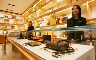 Prada και Cartier έχασαν έδαφος σε δύο καθοριστικές αγορές, αυτές της Κίνας και της Ρωσίας. Αντίθετα, ανοδικά κινήθηκε η Louis Vuitton.