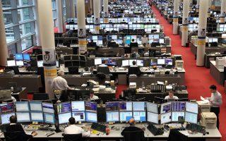 Οικονομικοί αναλυτές σημειώνουν ότι, παρά τα αισιόδοξα μηνύματα, ο φόβος για έξοδο της Ελλάδας από την Ευρωζώνη παραμένει.