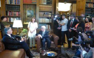 Εντονο το ενδιαφέρον για την κάλυψη της συνάντησης του Προέδρου της Δημοκρατίας κ. Προκόπη Παυλόπουλου με τον Αυστριακό Καγκελάριο κ. Werner Faymann. Αυστριακός Τύπος και ΜΜΕ, δύο διερμηνείς, «ο φίλος στη δύσκολη στιγμή είναι πολύτιμος» (φωτογραφία «Κ», Ελένη Μπίστικα, 17/6/2015).