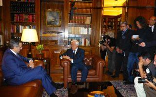 Σε χαμηλό βαρομετρικό ανησυχίας η συνάντηση Προέδρου της Δημοκρατίας κ. Πρ. Παυλόπουλου και προέδρου Ν.Δ. κ. Αντώνη Σαμαρά. Εντονο το ενδιαφέρον ΜΜΕ, στην πόρτα ο κ. Κώστας Μελισσόπουλος, επικεφαλής Γραφείου Τύπου Προεδρίας (φωτο Ελένη Μπίστικα, «Κ» 18/6/15).