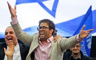 Ο Ορέν Χαζάν πανηγυρίζει τη νίκη του Λικούντ στις 17 Μαρτίου του τρέχοντος έτους στα αρχηγεία του κόμματος στο Τελ Αβίβ.