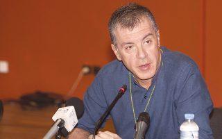 Ο κ. Στ. Θεοδωράκης χαρακτήρισε τη συγκέντρωση στο Σύνταγμα υπέρ της παραμονής στην Ε.Ε. ως «μήνυμα σε αυτούς που μπερδεύουν τη μετριοπάθεια των ευρωπαϊστών με την ηττοπάθεια».