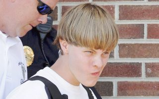 Ενώπιον του ανακριτή προσάγεται ο 21χρονος Ντίλαν Ρουφ, που ομολόγησε την επίθεση στην εκκλησία Εμμανουήλ του Τσάρλεστον.