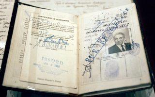 Το διαβατήριο του Αριστοτέλη Ωνάση. Γιος ενός από τους πιο πλούσιους εμπόρους της Σμύρνης, ο μετέπειτα μεγιστάνας σώθηκε, όπως και ο πατέρας του.