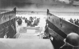 Ακτή Ομαχα, 6 Ιουνίου 1944: τα πρώτα αποβατικά κύματα των Αμερικανών καταφτάνουν εν μέσω καταιγιστικών πυρών. Κάπου εκεί ήταν και ο πατέρας του Φρανζ-Ολιβιέ Γκισμπέρ.