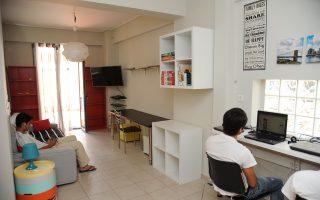 Οι ανήλικοι ζουν στον ξενώνα όπως θα ζούσαν στο σπίτι τους, μπορούν να βγουν αναφέροντας προορισμό και χρόνο επιστροφής.