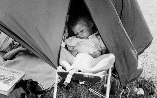 Φωτογραφία του Ντίλαν Μαρτίνεζ (1989) από τους αγρούς του Σόμερ-σετ, όπου φιλοξενείται το μουσικό φεστιβάλ του Glastonbury.