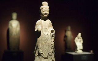 Ισως το μεγαλύτερο αίνιγμα στη σημερινή κινεζική τέχνη είναι το κύμα εγκλημάτων, που ελάχιστα αναφέρεται και το οποίο άρχισε από το 2010, όταν οι κινεζικές αρχές άρχισαν να αναζητούν στην Ευρώπη τα έργα τέχνης που είχαν κλαπεί στις αρχές του 20ού αιώνα από τα Παλαιά Θερινά Ανάκτορα ή την Απαγορευμένη Πόλη του Πεκίνου.