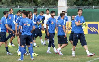 Με τον Κώστα Μήτρογλου στο αρχικό σχήμα αναμένεται να βρεθεί στη σέντρα του μεθαυριανού ματς η εθνική ομάδα.