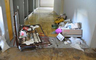Σκουπίδια στους διαδρόμους της φιλοσοφικής. Το πρόβλημα στο ΕΚΠΑ παραμένει οξύ εδώ και χρόνια.