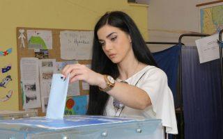 Βάσει της υφιστάμενης νομοθεσίας, τα ψηφοδέλτια με το ερώτημα του δημοψηφίσματος θα πρέπει να τυπωθούν και να έχουν φτάσει από το υπ. Εσωτερικών σε όλες τις περιφέρειες τις επόμενες 48 ώρες, ενώ θα πρέπει να αποσταλούν και οι εκλογικοί κατάλογοι που συνήθως χρειάζονται 10-15 ημέρες προ μιας εθνικής εκλογικής διαδικασίας.