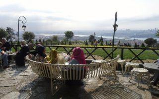 Από τον λόφο του Camlica, στο Σκούταρι, στην ασιατική πλευρά, η θέα προς τον Βόσπορο και την Κωνσταντινούπολη είναι εντυπωσιακή.