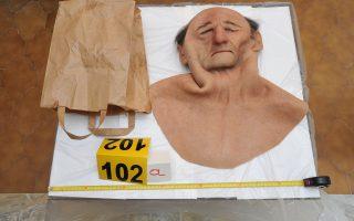 Μάσκα που χρησιμοποιούσαν οι δράστες στις ληστείες τους.