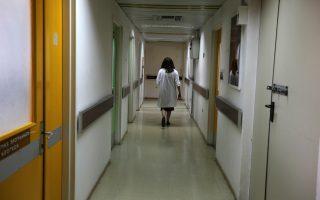Υστερα από πολλές ώρες έντασης για μεγάλο χρονικό διάστημα, οι γιατροί εργάζονται μηχανικά, χωρίς ικανοποίηση, και βιώνουν «burn out» (εργασιακή εξουθένωση).