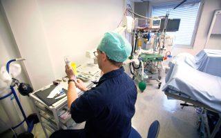 Τουλάχιστον πέντε στρατιωτικοί γιατροί τα τελευταία χρόνια προσφέρουν εθελοντικά τις υπηρεσίες τους στη ναυαρχίδα του ΕΣΥ, στον «Ευαγγελισμό».