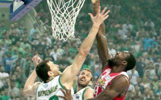 Ο Ολυμπιακός έπαιξε το μπάσκετ που ξέρει και χωρίς να καταβάλει υπερπροσπάθεια «έσπασε» την έδρα ενός Παναθηναϊκού που δεν είχε λύσεις, παρά μόνο πάθος.