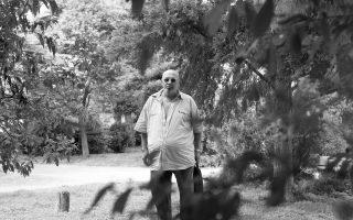 «Η μουσική των μεγάλων συνθετών του ελαφρού τραγουδιού ήταν ισάξια με το ρεμπέτικο», λέει ο Λάκης Παπαδόπουλος.
