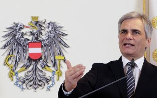 Austria's Chancellor Werner Faymann briefs the media (Pressefoyer) after the weekly cabinet meeting (Ministerrat) in Vienna January 17, 2012.   REUTERS/Herwig Prammer  (AUSTRIA - Tags: POLITICS)