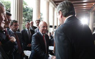 Οι κ. Αντ. Σαμαράς και Κ. Σημίτης σε στιγμιότυπο από παλαιότερη εκδήλωση. Η χθεσινή συνάντησή τους έγινε στο πολιτικό γραφείο του προέδρου της Ν.Δ.
