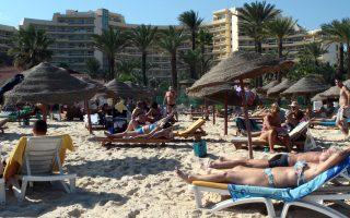 Τουρίστες σε ξενοδοχείο στο θέρετρο Σους της Τυνησίας. Τουλάχιστον 27 άτομα σκοτώθηκαν σε ένοπλη επίθεση στο ξενοδοχείο Imperial Merhaba.