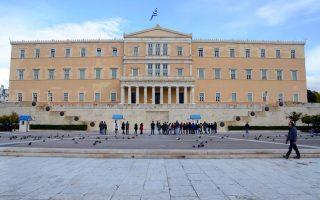 49-voyleytes-syriza-yper-diagrafis-chreoys-2089112