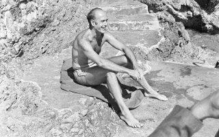 Ο Ζισκάρ ντ' Εστέν στο Saint-Jean-Cap-Ferrat της δυτικής Γαλλίας τον Αύγουστο του 1974, λίγο μετά την αποκατάσταση της Δημοκρατίας στην Ελλάδα.