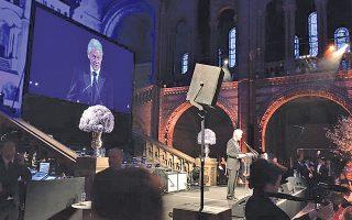 Xαρισματικός ο βασικός ομιλητής στο δείπνο του «Walkabout Foundation» πρ. πρόεδρος Bill Clinton στο Mουσείο Φυσικής Iστορίας στο Λονδίνο, μίλησε για αλληλεγγύη και φιλανθρωπία ως αξίες της ζωής.