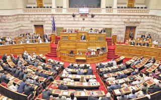 Πανοραμική άποψη –πριν επέλθει η κόπωση– της συνεδρίασης της Ολομέλειας που άρχισε ώρα 9 μ.μ. της Τετάρτης 22/7/2015 και τελείωσε ώρα 4.25 της Πέμπτης 23/7. Στο βήμα της Βουλής ο αρχηγός της αξιωματικής αντιπολίτευσης κ. Ευ. Μεϊμαράκης. Στην έδρα ο αντιπρόεδρος κ. Αλέξης Μητρόπουλος (φωτο: icon press - Δημήτρης Ντουντούμης).