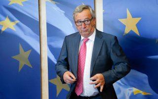 Αγρυπνος ώς τα ξημερώματα, 2.30 χθες, ο πρόεδρος κ. Ζαν - Κλοντ Γιουνκέρ παρακολούθησε την ψηφοφορία για τα προαπαιτούμενα νομοσχέδια της ελληνικής Βουλής, μετρώντας, τα «ναι», τα «όχι», τα «παρών», αντί για πρόβατα! (ΕΡΑ / OLIVIER HASLET)
