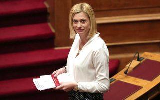 «Δεν θα βρείτε στην ψήφο μου άλλοθι για μνημονιακές πολιτικές», είπε σε εντονότατο ύφος η κ. Μακρή.