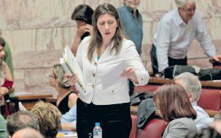 Η κ. Κωνσταντοπούλου με τις κινήσεις της κατέστησε σαφή τη δυσφορία της έναντι των κυβερνητικών επιλογών.
