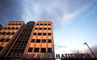 Οι χρηματιστές ζητούν να ανοίξει το Χρηματιστήριο τρεις ημέρες αργότερα από την πλήρη λειτουργία των τραπεζών, προκειμένου να διασφαλισθεί η ισονομία μεταξύ Ελλήνων και αλλοδαπών επενδυτών.
