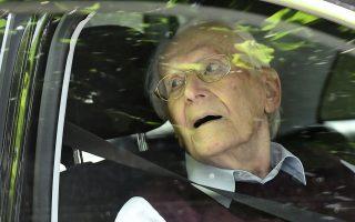 Μια ηλιόλουστη, καλοκαιρινή ημέρα: ο Οσκαρ Γκρένινγκ αφήνει το δικαστήριο του Λίνενμπουργκ, που τον καταδίκασε σε κάθειρξη τεσσάρων ετών.