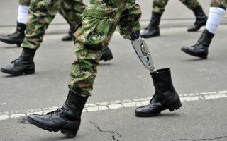 Λαβωμένοι. Με μια στρατιωτική παρέλαση γιόρτασαν στην Μποκοτά την επέτειο των 205 χρόνων ανεξαρτησίας της χώρας, με τους τραυματίες πολέμου της Κολομβίας να έχουν ξεχωριστή θέση. AFP PHOTO/ Guillermo LEGARIA