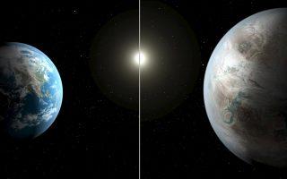 Σαν δίδυμα μοιάζουν η Γη μας (αριστερά) με τον νέο πλανήτη Κέπλερ–452b, την καλλιτεχνική απεικόνιση του οποίου βλέπουμε δεξιά. Αυτό το ενδιαφέρον ουράνιο σώμα, που εντοπίστηκε από το διαστημικό τηλεσκόπιο Κέπλερ, απέχει 1.400 έτη φωτός από εμάς και όπως λένε οι ειδικοί, έχει μεγάλες ομοιότητες με τον πλανήτη μας.