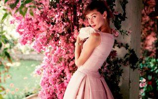 Εως τις 18 Οκτωβρίου θα διαρκέσει στη National Portrait Gallery του Λονδίνου η έκθεση «Audrey Hepburn: Portraits of an Icon» με φωτογραφίες της ηθοποιού, κάποιες από τις οποίες παρουσιάζονται για πρώτη φορά στη Βρετανία.