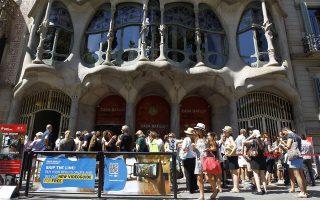 Η Βαρκελώνη είναι ένας από τους πιο δημοφιλείς τουριστικούς προορισμούς με πάνω από 8 εκατομμύρια αφίξεις. Ωστόσο η νέα, αριστερή δήμαρχος Αντα Κολάου θέλει να αλλάξει το στίγμα της πόλης.