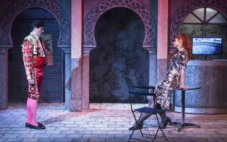 Ο τενόρος Δημήτρης Πακσόγλου ως Δον Χοσέ και η μεσόφωνος Μαρισία Παπαλεξίου ως Κάρμεν για την Οπερα της Βαλίτσας της Εθνικής Λυρικής Σκηνής.