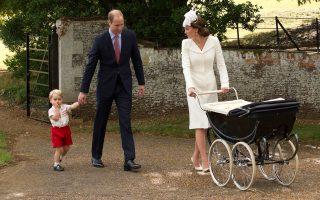Ευτυχείς οι γονείς με τη Σάρλοτ και τον πρίγκιπα Τζορτζ