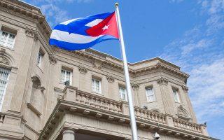 Στις 20 Ιουλίου 2015 η κουβανική σημαία κυματίζει ύστερα από μισόν αιώνα και πλέον έξω από την πρεσβεία της Κούβας στην Ουάσιγκτον.