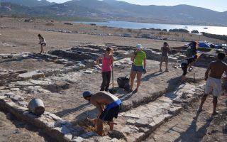 Αρχαιολόγοι και συντηρητές εργάστηκαν για ακόμα ένα καλοκαίρι πάνω από σημαντικές ανασκαφικές θέσεις στο ακατοίκητο νησάκι του Δεσποτικού, επιβεβαιώνοντας ότι εκεί λειτούργησε το μεγαλύτερο ιερό μετά αυτό της Δήλου.